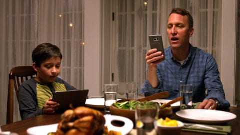 Pause that Device, It's Dinnertime! Comcast Study Shows Families Overwhelmingly Want Mealtime to be Screen-Free